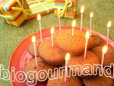 Le moelleux cacao au poivre rose et son c ur groseilles un g teau d anniversaire surprise - Gateau d anniversaire sans gluten ...